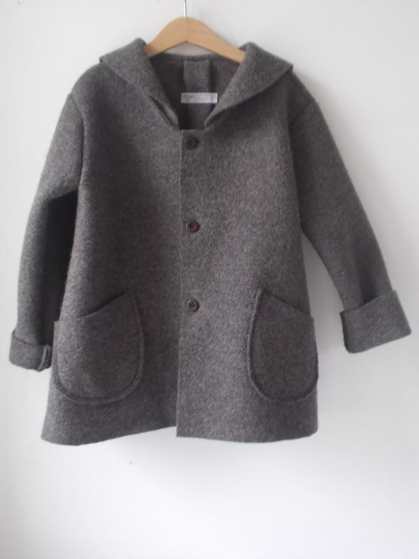 liber T coat