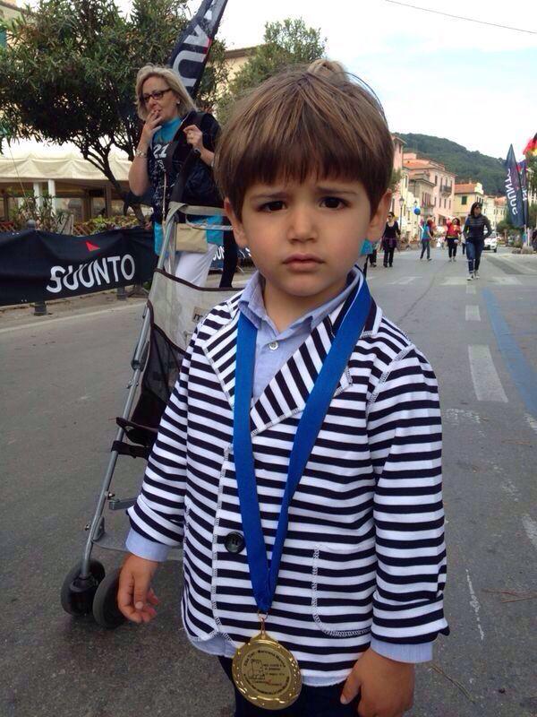 """Duccio con medaglia alla maratona elbana """"Elba trail"""""""